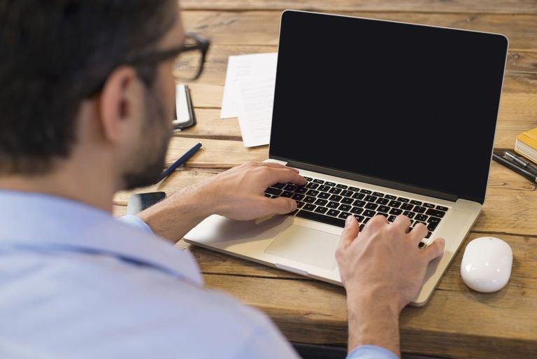 Ноутбук пищит при работе